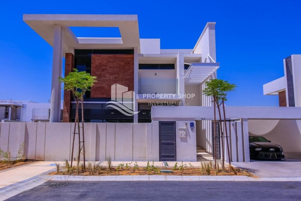 Property - High End Spacious Villa with Majlis