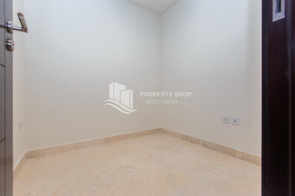 Store Room - 1 bedroom apartment for rent