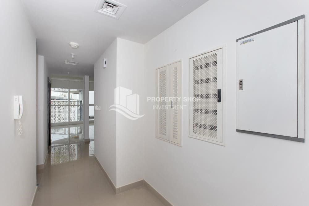 Hall - 1 Bedroom Apartment For Rent In City Of Lights