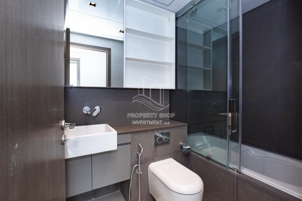 Bathroom - 3+1 apartment (corner unit) in Meera Tower available for rent immediately!