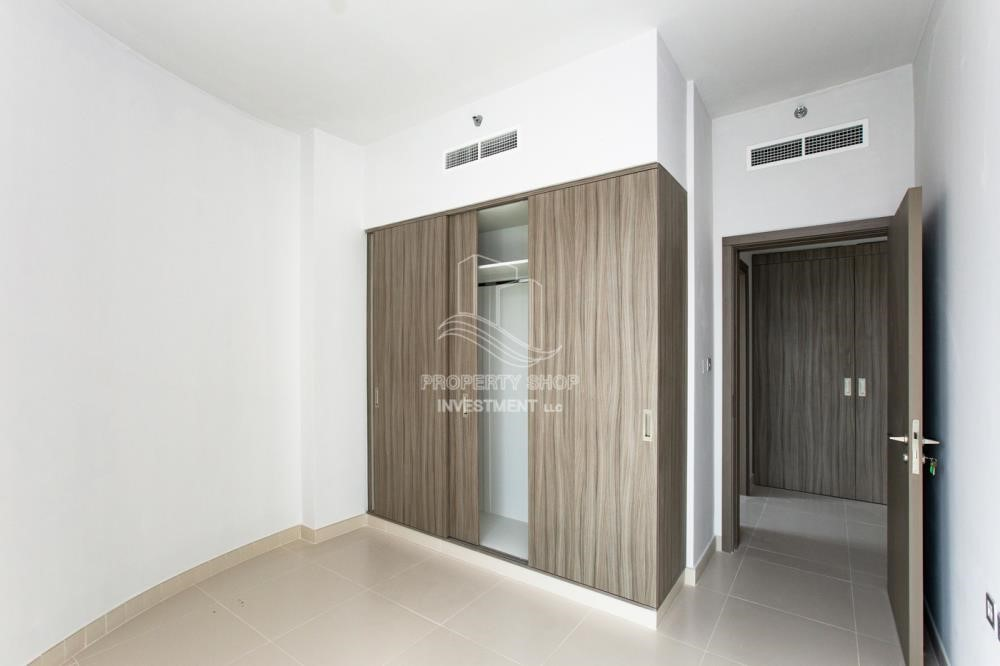Bedroom - 3+1 apartment (corner unit) in Meera Tower available for rent immediately!