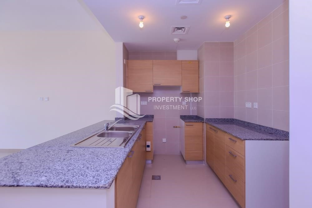 Kitchen - Vacant 1BR Apt on mid-floor with full facilities.