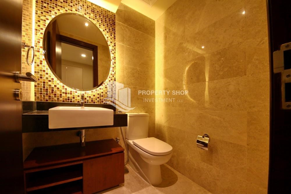Bathroom - 3+M apt with balcony and sea view.