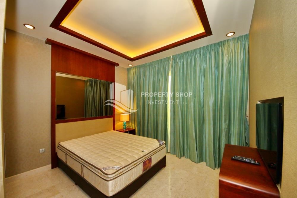 Bedroom - 3+M apt with balcony and sea view.