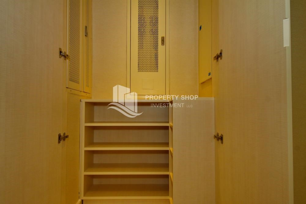 Built in Wardrobe - 3+M apt with balcony and sea view.