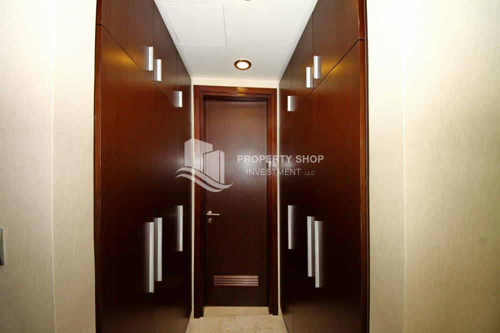 WalkIn Closet - 3+M apt with balcony and sea view.