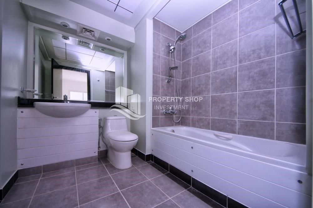 Master Bathroom - 2BR in Alreef Downtown available for sale!!