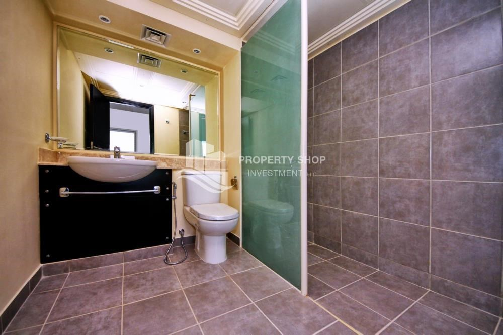 Bathroom - 2 Cheques! 3BR single row villa . Open for viewings.