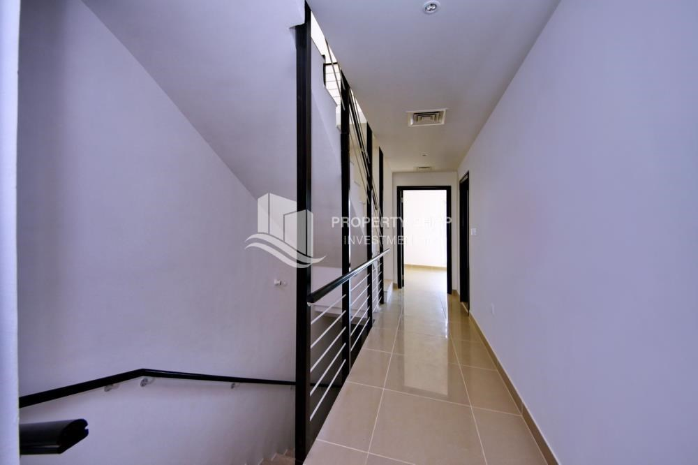 Corridor - 2 Cheques! 3BR single row villa . Open for viewings.