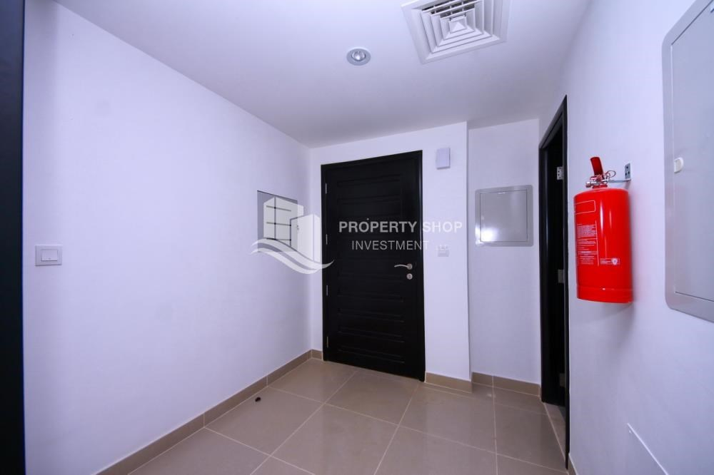 Foyer - 2 Cheques! 3BR single row villa . Open for viewings.