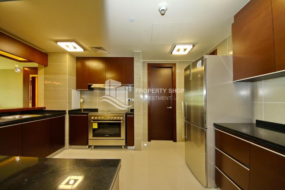 Kitchen - Spacious 3+Maids Room Apt with stunning views