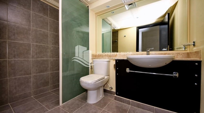 Bathroom-Vacant 5BR+M Villa with private pool.