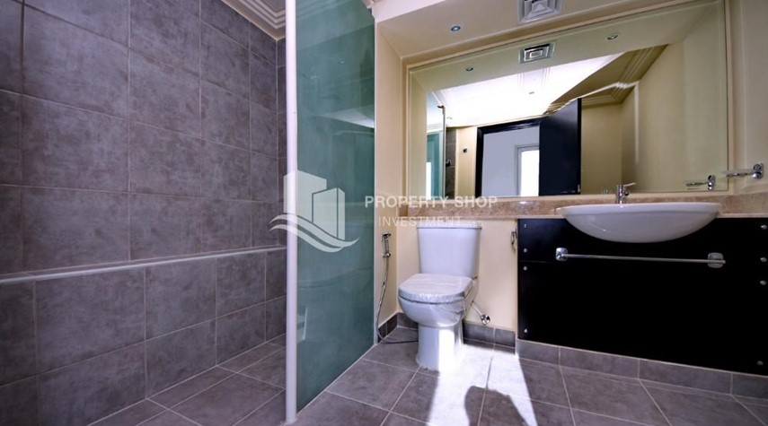 Master Bathroom-Vacant 5BR+M Villa with private pool.