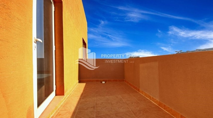 Balcony-Vacant 5BR+M Villa with private pool.