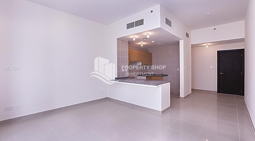 Dining Room-Huge 2BR Apt in Marina Bay for Rent!