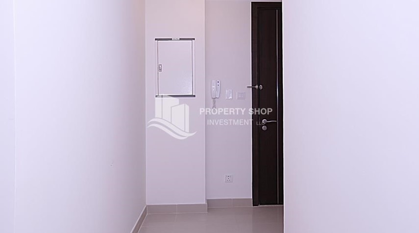 Foyer-Huge 2BR Apt in Marina Bay for Rent!