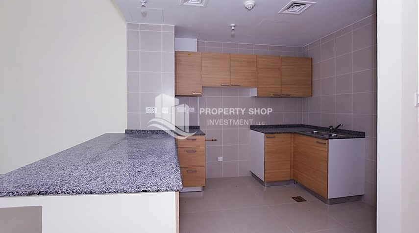 Kitchen-Huge 2BR Apt in Marina Bay for Rent!