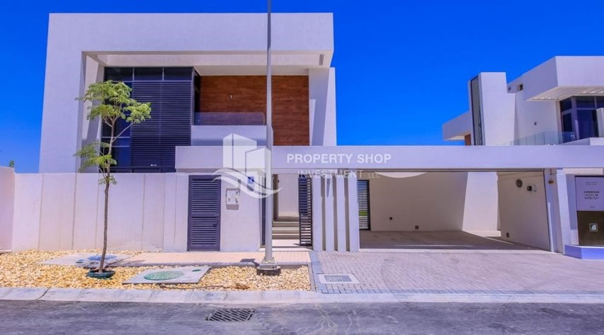 Property-Selling at OP. Own a luxurious villa in West Yas.