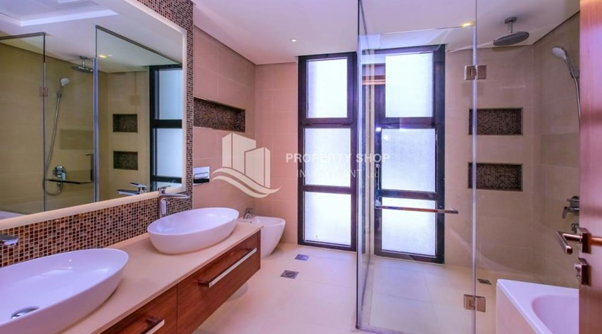 Master Bathroom-Selling at OP. Own a luxurious villa in West Yas.