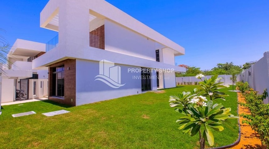 Garden-5BR+M independent villa with terrace.