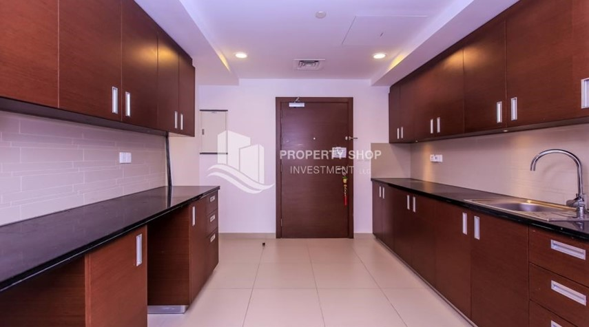 Kitchen-Studio apartment in Gate Tower for rent.