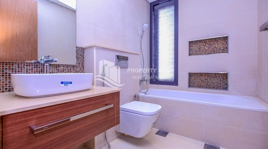 Bathroom-Luxurious Villa with 2 Car park in West Yas for RENT.