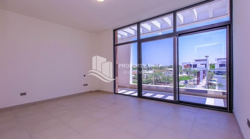 Bedroom-Luxurious Villa with 2 Car park in West Yas for RENT.