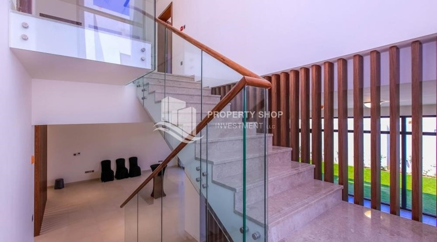 Stairs-Luxurious Villa with 2 Car park in West Yas for RENT.
