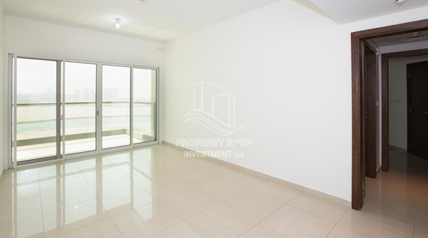 Living Room-Sea View! 3BR apartment available for rent now!