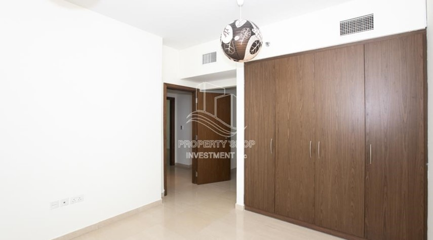 Built in Wardrobe-Sea View! 3BR apartment available for rent now!