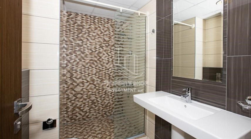 Bathroom-Sea View! 3BR apartment available for rent now!