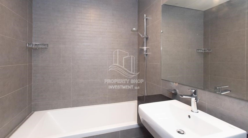 Master Bathroom-Huge Layout, 1 BR Apartment  with 1 Month Rent Free and 0 Commission!