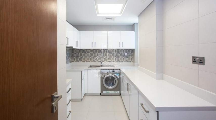 Kitchen-Huge Layout, 1 BR Apartment  with 1 Month Rent Free and 0 Commission!