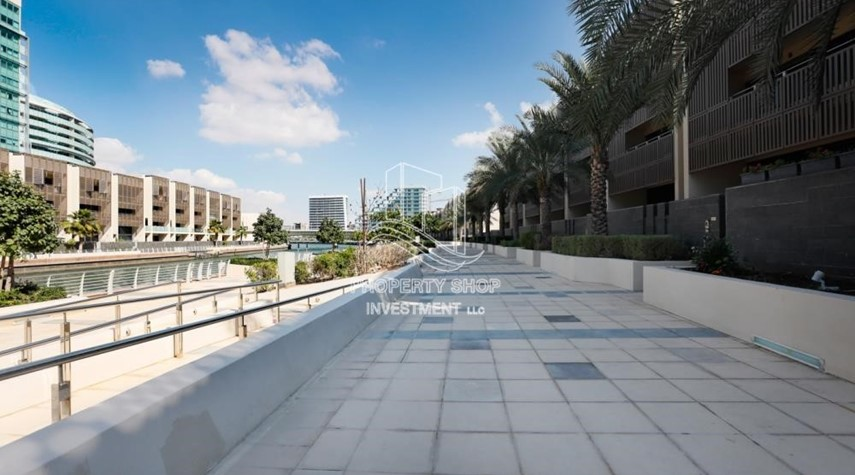 Community-High ROI!.Huge 2BR Apartment on high floor with great facilities