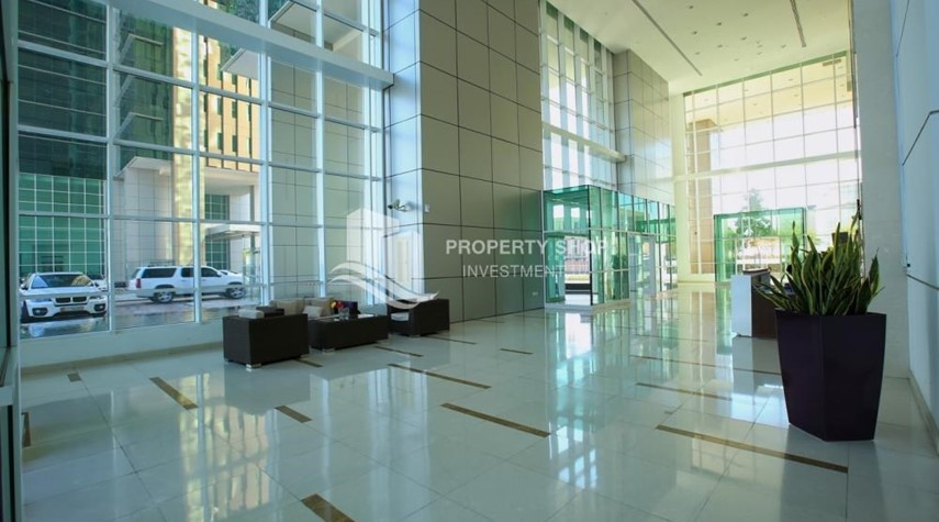 Lobby-Vacant 2BR Apt on Mid-floor offered for 4 Cheques!