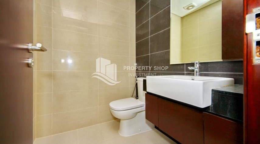 Bathroom-Spacious vacant apartment in Marina Square for sale!