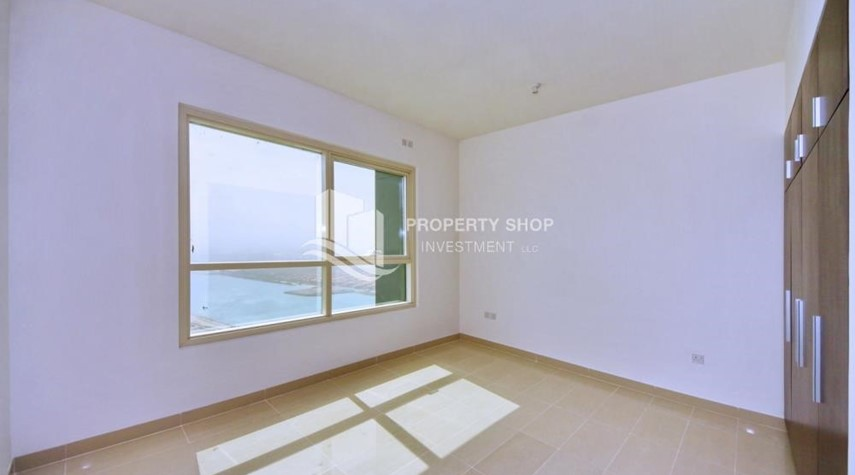 Bedroom-Spacious vacant apartment in Marina Square for sale!