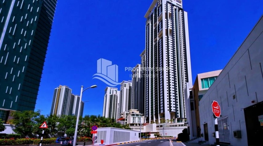 Community-Spacious vacant apartment in Marina Square for sale!