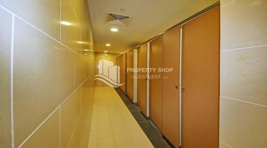 Facilities-Spacious vacant apartment in Marina Square for sale!