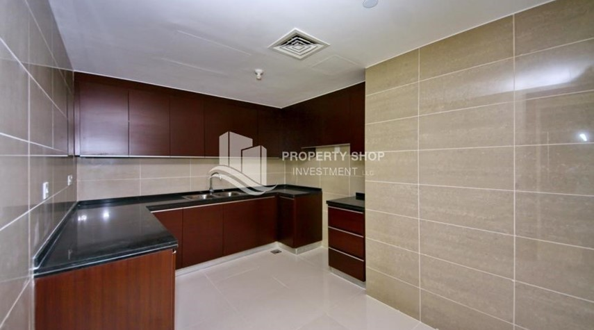 Kitchen-Spacious vacant apartment in Marina Square for sale!