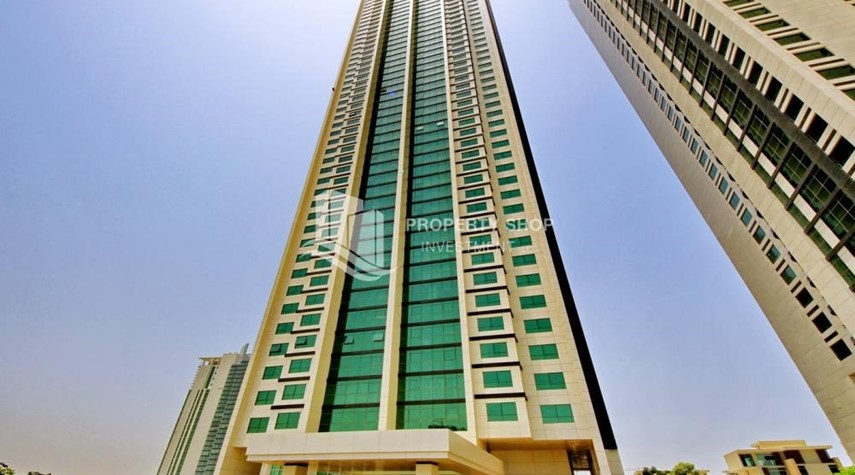 Property-Spacious vacant apartment in Marina Square for sale!