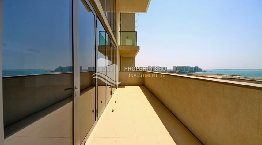 Balcony-4 bedroom with big terrace and direct access to the elevator