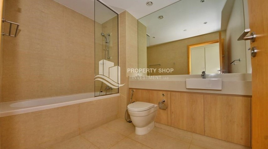 Bathroom-4 bedroom with big terrace and direct access to the elevator