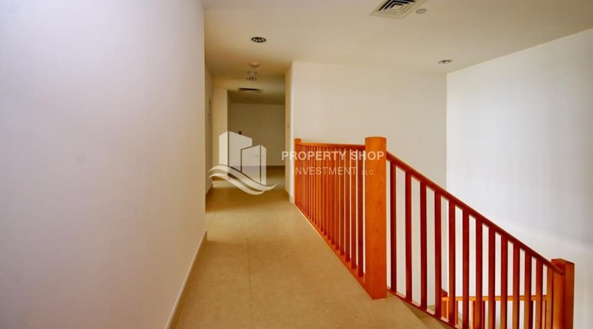 Corridor-4 bedroom with big terrace and direct access to the elevator