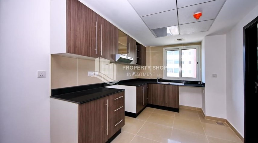 Kitchen-High floor 3BR + M with balcony in prime location