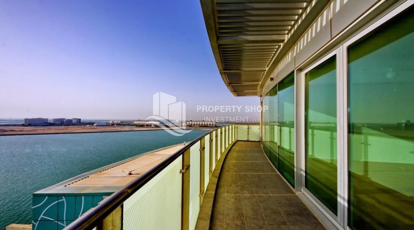 Balcony-Luxurious 3BR Apartment with sea View for Rent