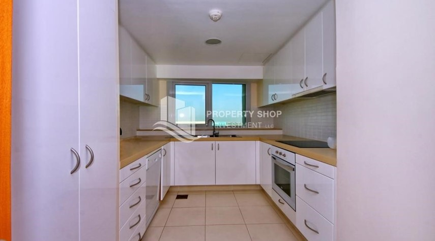 Kitchen-Luxurious 3BR Apartment with sea View for Rent