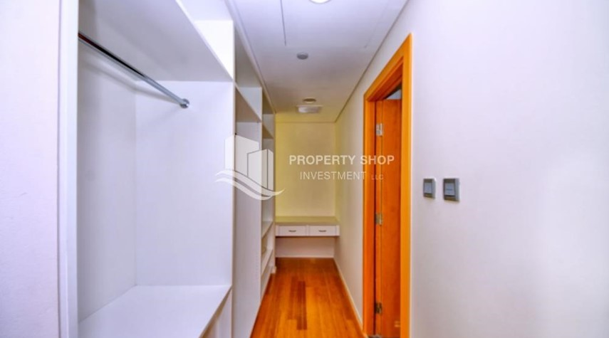WalkIn Closet-Luxurious 3BR Apartment with sea View for Rent