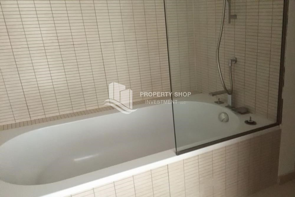 Bathroom-Stunning Sea View Apt with Full facilities