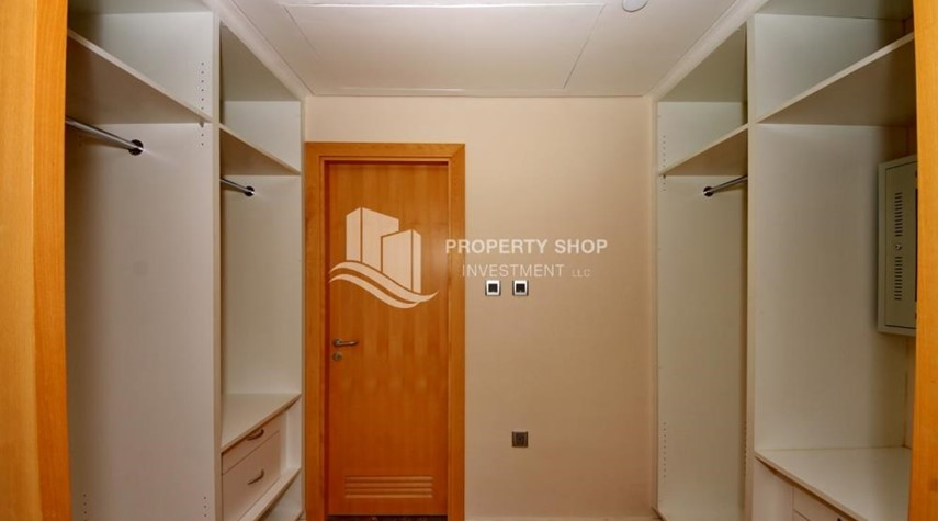 WalkIn Closet-High floor 1 BR apt with well maintained facilities of Al Sana, Al Muneera